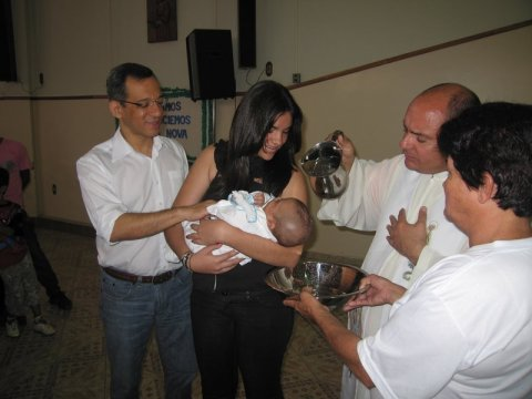 ... sendo batizado ...