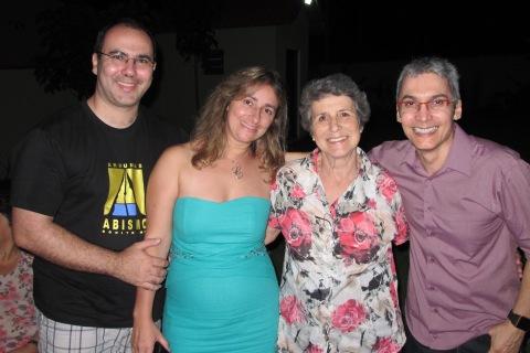Papai, mamae, vovo Eliana e dindo arteiro
