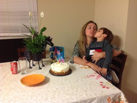 Beijao de aniversario na mamae!