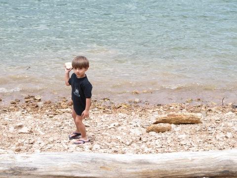 Enchendo o lago de pedras...