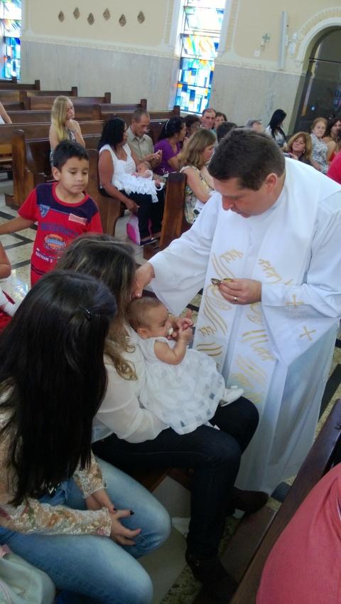 Passou o batizado dormindo e chorando...